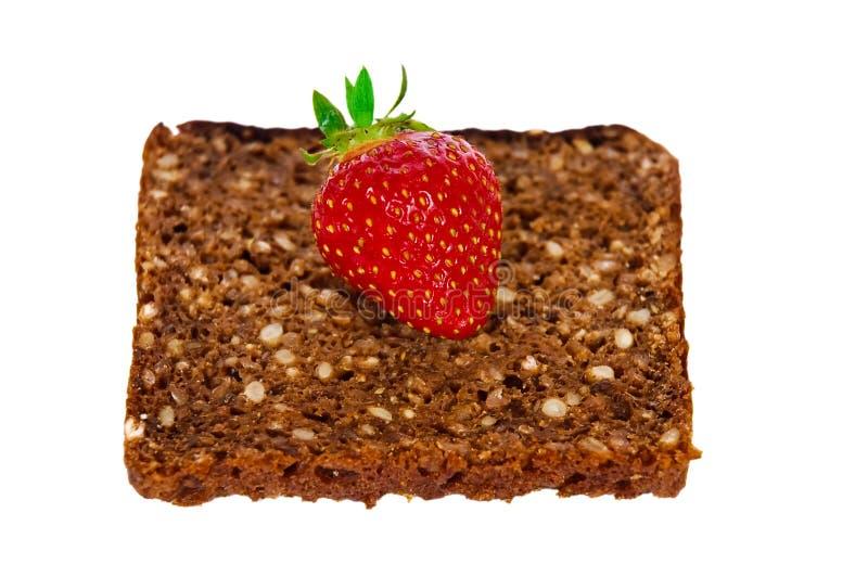 全部做面包的粮谷的草莓 免版税库存照片