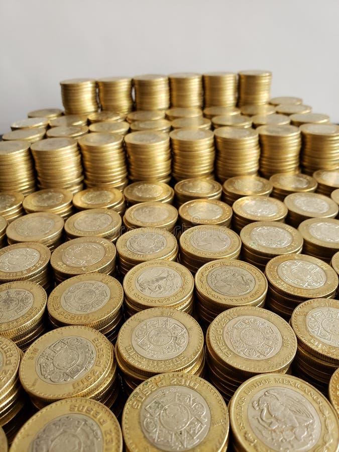 全部十个墨西哥比索被堆积的硬币  免版税图库摄影