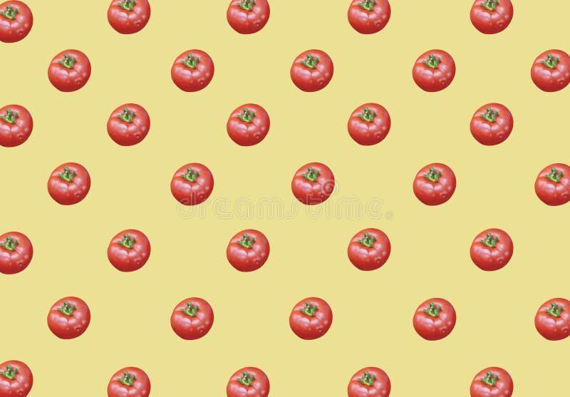 全部在黄色背景的有机健康新鲜的大红色成熟蕃茄 库存例证