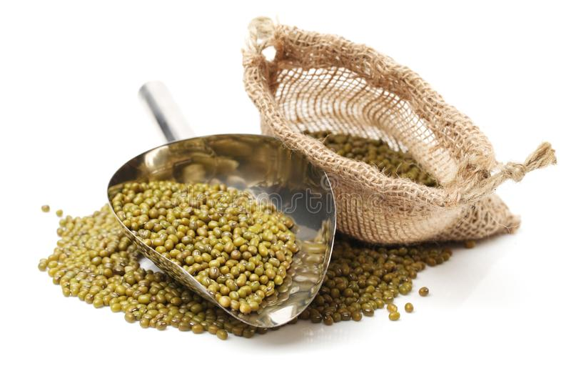 全部整个干燥绿色绿豆瓢 免版税库存图片
