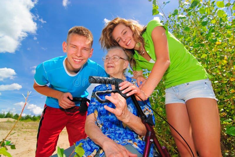 全部祖母她的孩子 库存图片