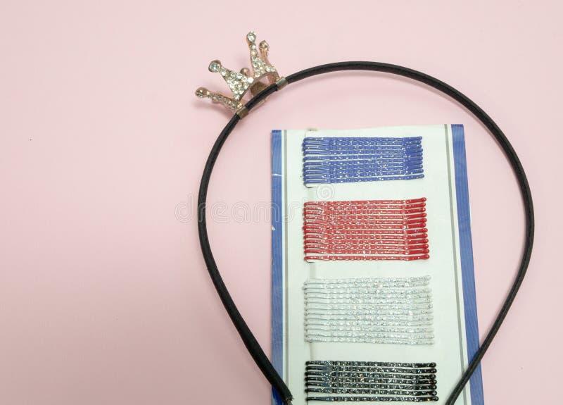 全部簪子和发卡有小冠的 免版税库存照片