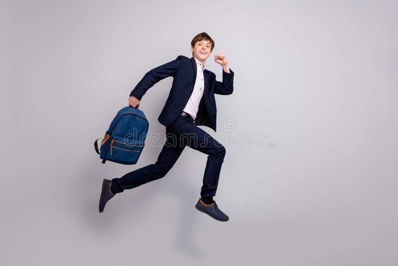 全长身体尺寸视图照片精密学生举行提包背包背包想要私有路线的中学 免版税库存照片