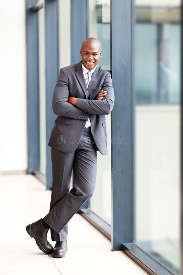 全长非洲的生意人 免版税图库摄影