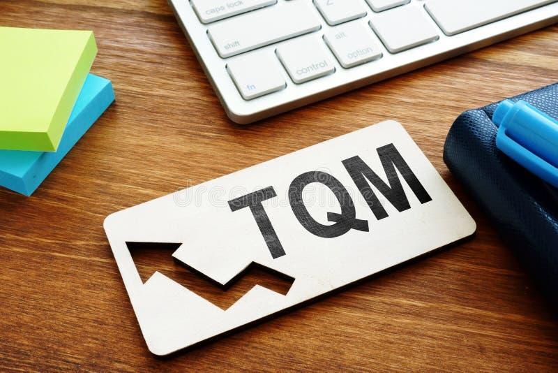 全面质量管理TQM概念 关于书桌的报告 免版税库存图片