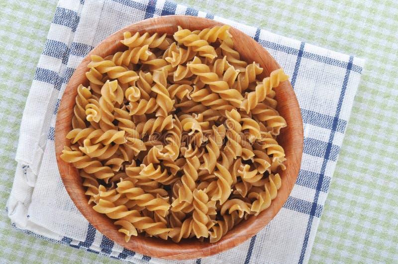 全麦的fusilli意大利人面团 免版税库存图片