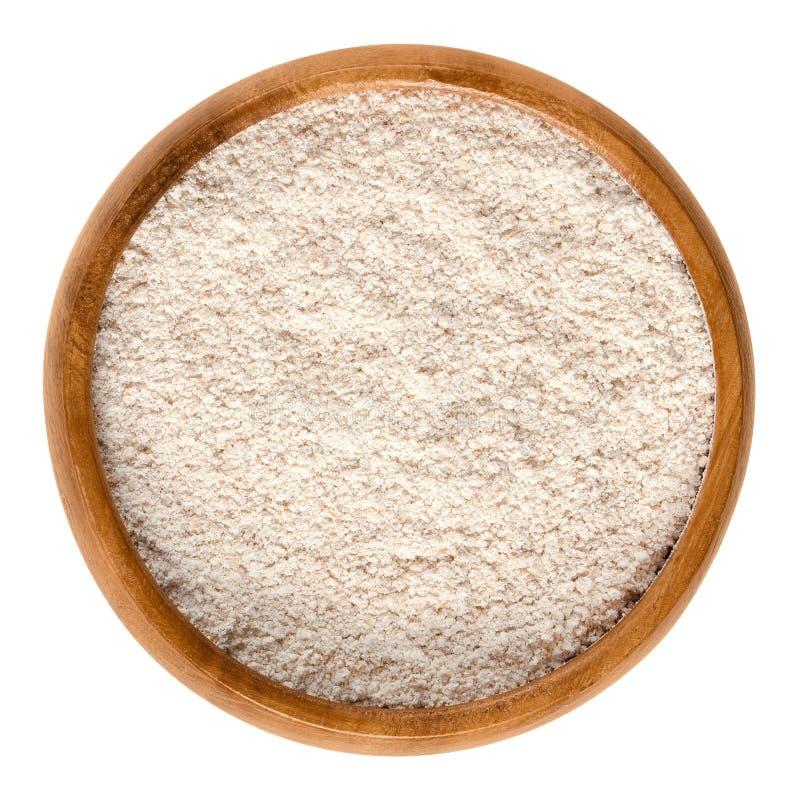 全麦面粉,在木碗的全麦的面粉 库存图片