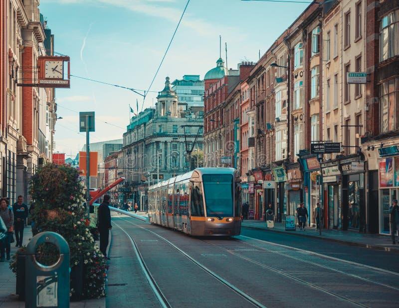 公共交通工具的Luas电车在都伯林 库存照片