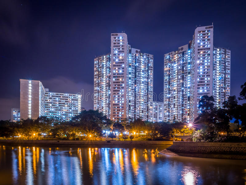公共住房夜视图在香港 免版税图库摄影