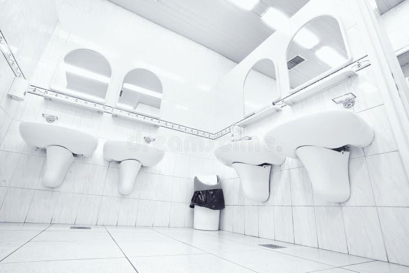 公共厕所白色 免版税库存照片