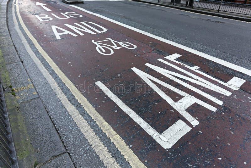 公共汽车和自行车 库存照片