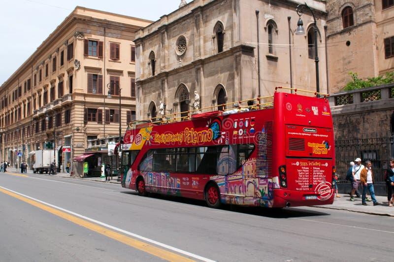 公共汽车巴勒莫街道游人 免版税库存图片