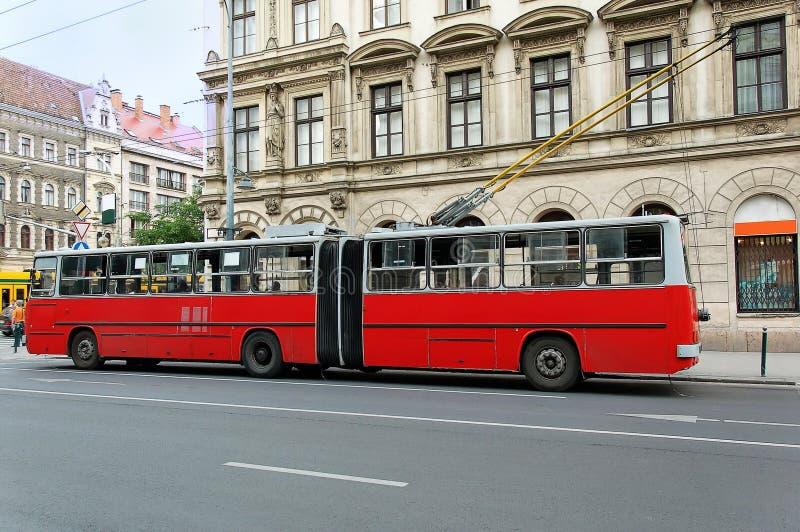 公共汽车斜向一边的台车 免版税库存图片