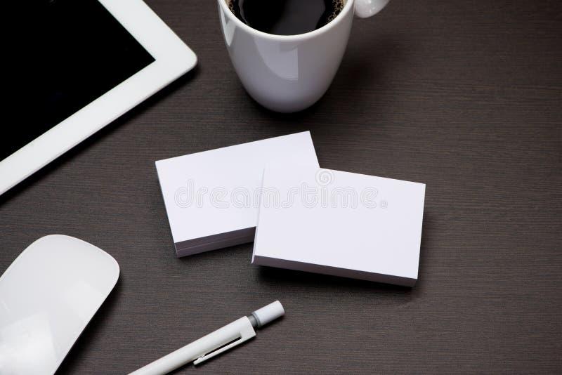 公司与名片空白的文具烙记的大模型 免版税库存照片