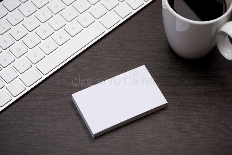 公司与名片空白的文具烙记的大模型 库存照片