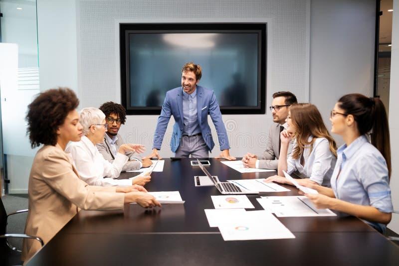 公司业务队和经理在会议 免版税库存照片