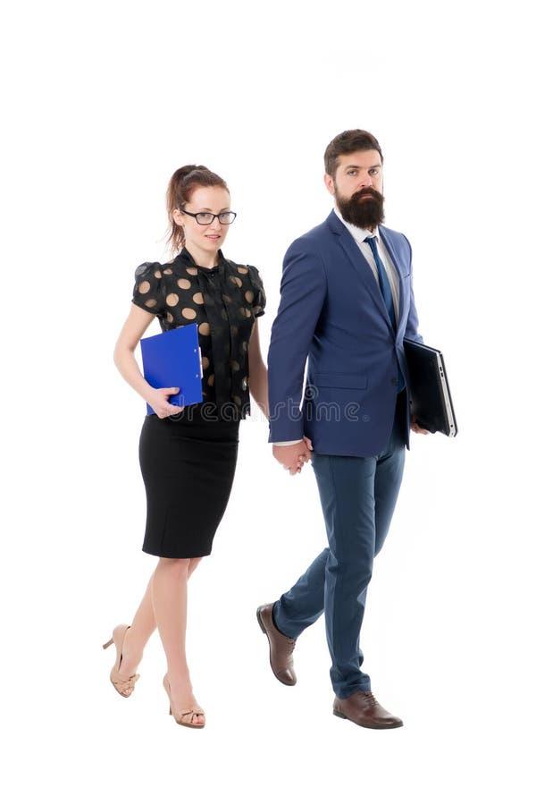 公司律师 咨询和促进 业务保险 与膝上型计算机的保险代理公司 男人和妇女事务 免版税库存照片