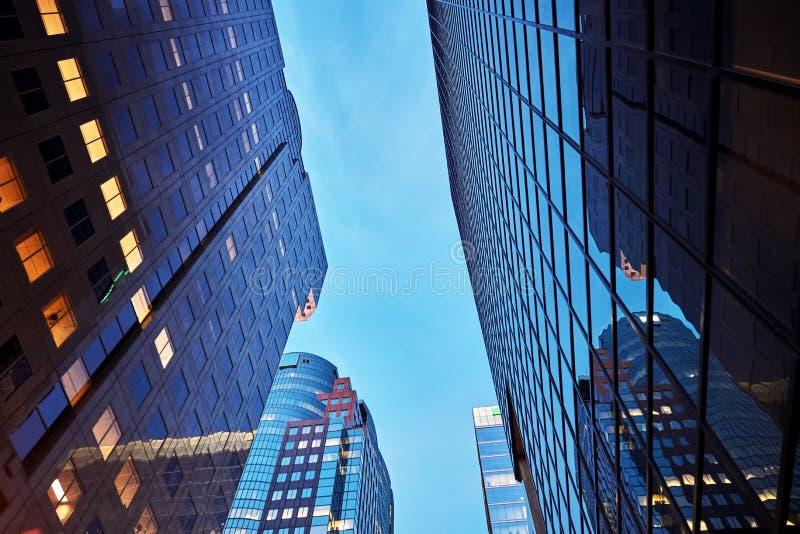 公司摩天大楼大厦在黎明在蒙特利尔,加拿大 免版税图库摄影