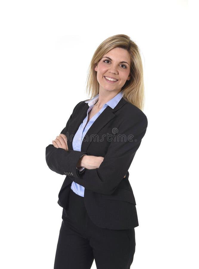 公司放松画象年轻可爱的愉快的女实业家摆在确信微笑和 库存图片