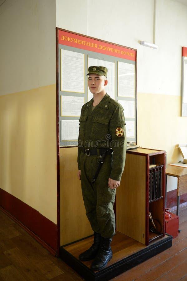 公司的哨兵在对营房的入口 库存照片