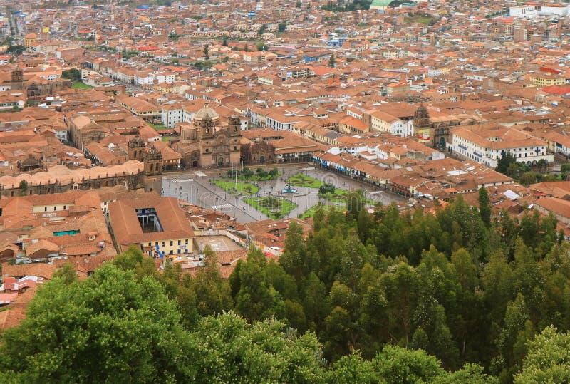 公司耶稣和从Sacsayhuaman城堡,库斯科,秘鲁的阿马斯广场广场视图的教会 库存照片