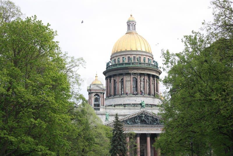 公园和圣以撒的大教堂的看法 库存照片