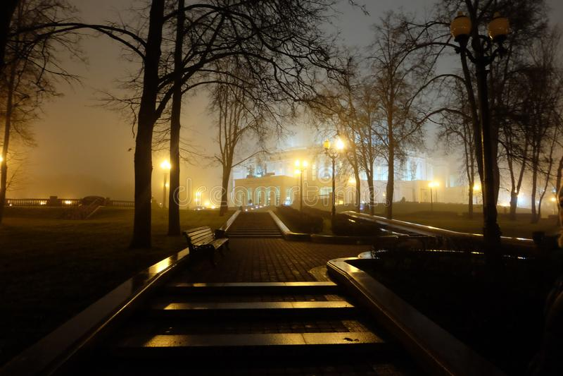公园在晚上 轻的灯笼 免版税库存照片