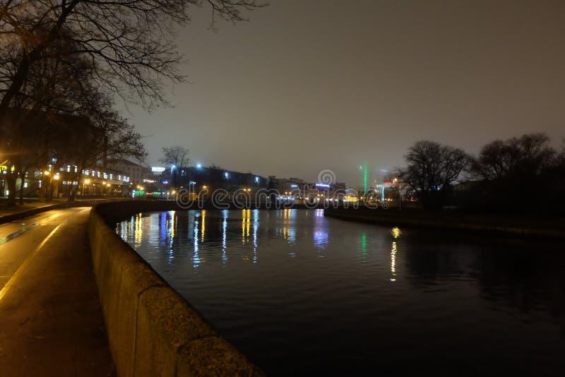 公园在晚上 轻的灯笼 免版税图库摄影