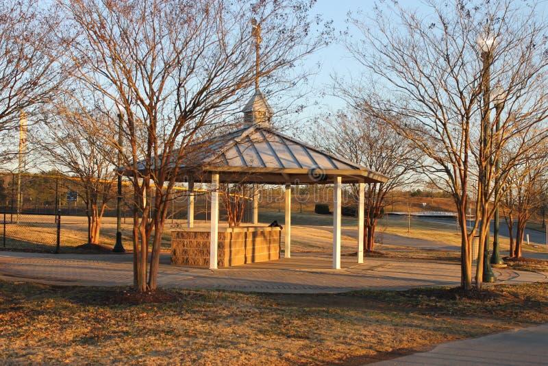 公园的一点野餐房子 免版税库存图片