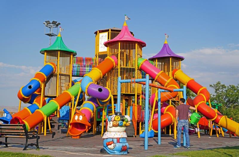 公园的五颜六色的儿童操场在安卡拉,土耳其 免版税库存照片
