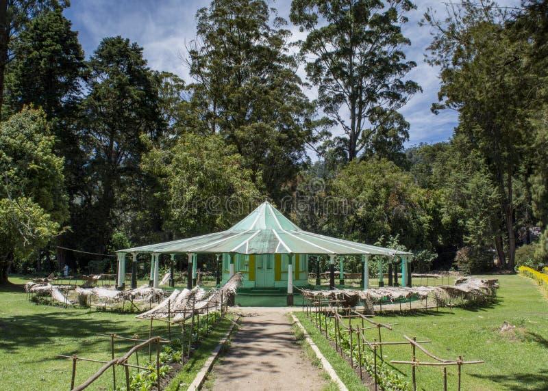 公园的美丽的亭子 免版税库存照片