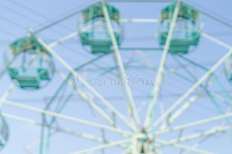 公园里模糊的绿色摩天轮 图库摄影