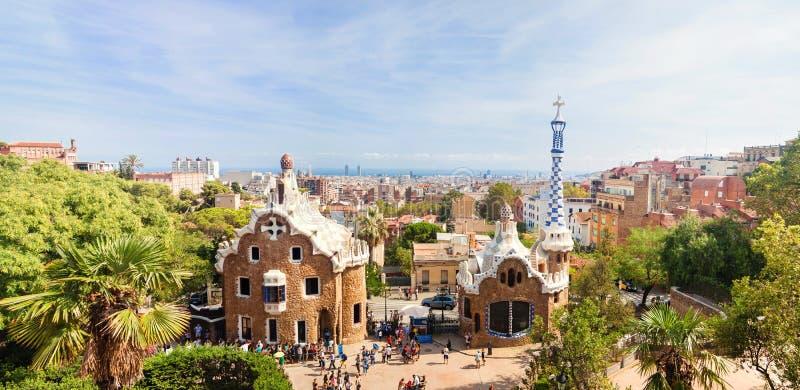 公园Guell的全景由建筑师安东尼Gaudi的 免版税库存图片