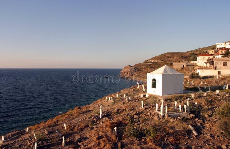 公墓和小教堂 免版税图库摄影