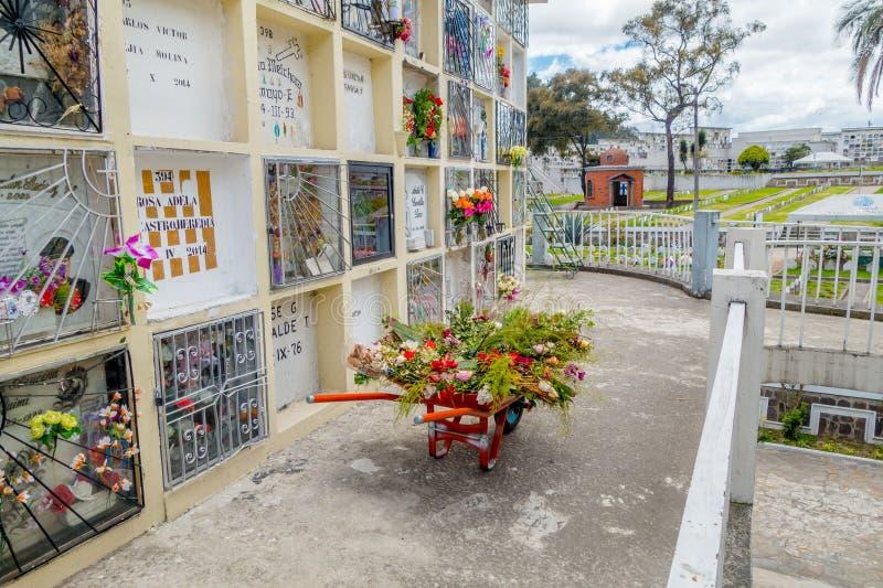 公墓圣地亚哥教会基多显示典型 库存照片