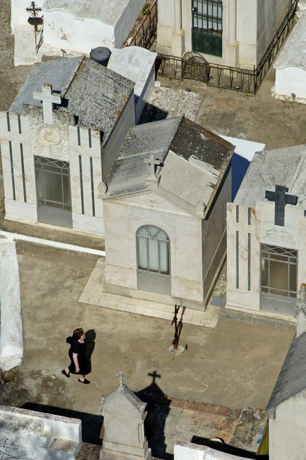 公墓的坟墓在Mertola村庄 图库摄影