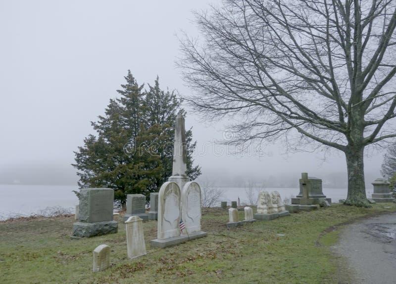 公墓神秘的河位于神秘主义者-神秘主义者-康涅狄格- 4月6,2017 图库摄影