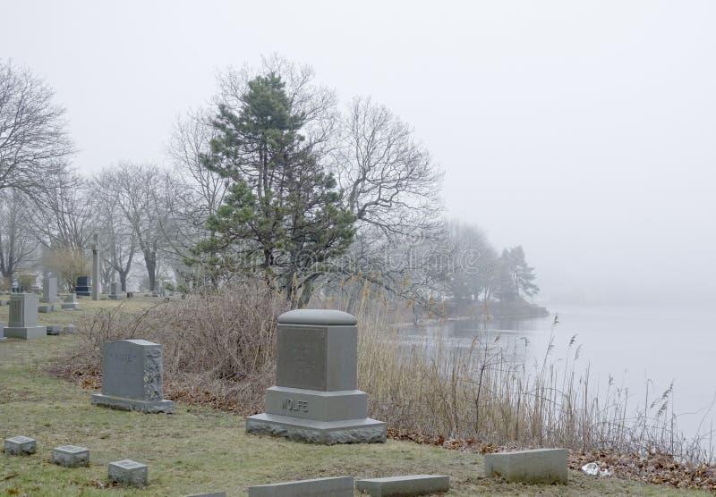 公墓神秘的河位于神秘主义者-神秘主义者-康涅狄格- 4月6,2017 库存图片