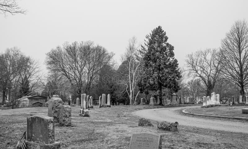 公墓神秘的河位于神秘主义者-神秘主义者-康涅狄格- 4月6,2017 免版税库存照片