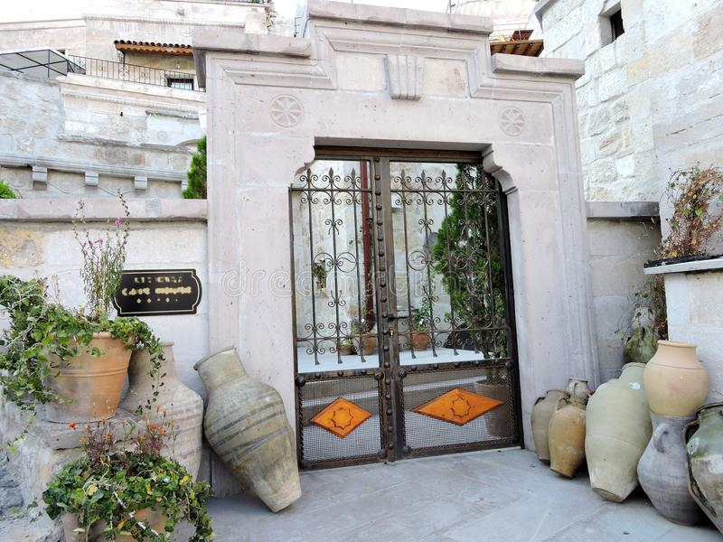 公寓入口在Goreme,卡帕多细亚,土耳其 库存照片