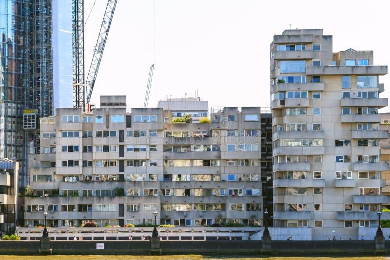 公寓单元在几何野兽派样式的 免版税图库摄影