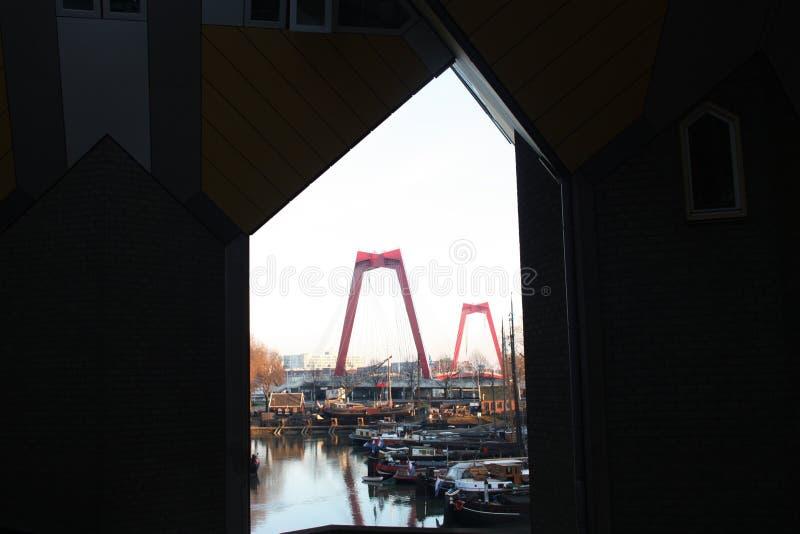 公寓和办公室在鹿特丹立方体房子,大城市城市里面 免版税库存照片