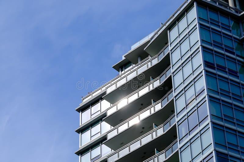 公寓房现代门廊 免版税库存照片