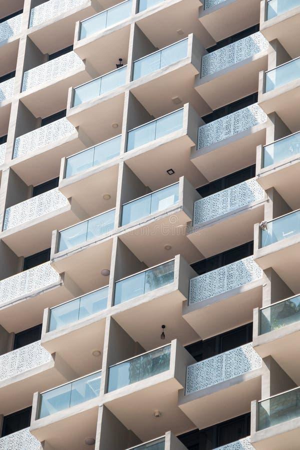 公寓楼的阳台 免版税库存照片