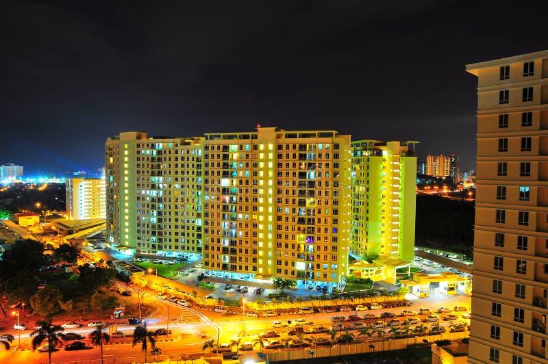 公寓现代晚上 免版税库存图片