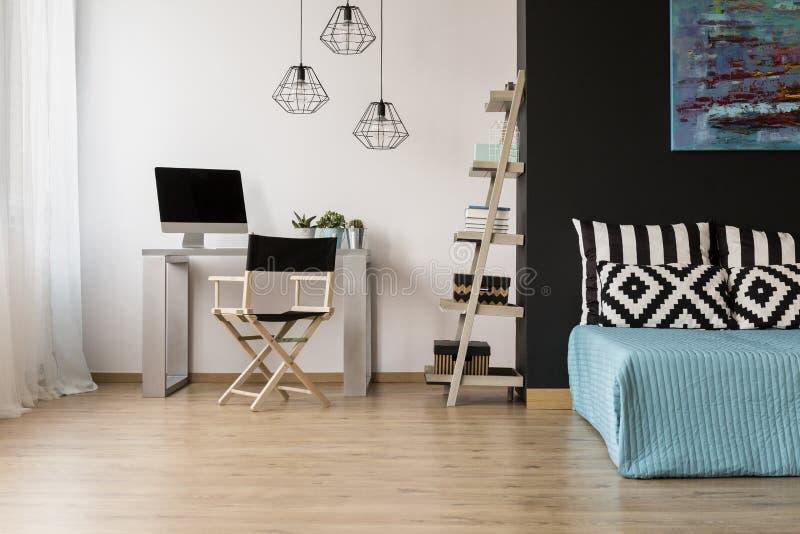 公寓现代工作室 免版税库存照片