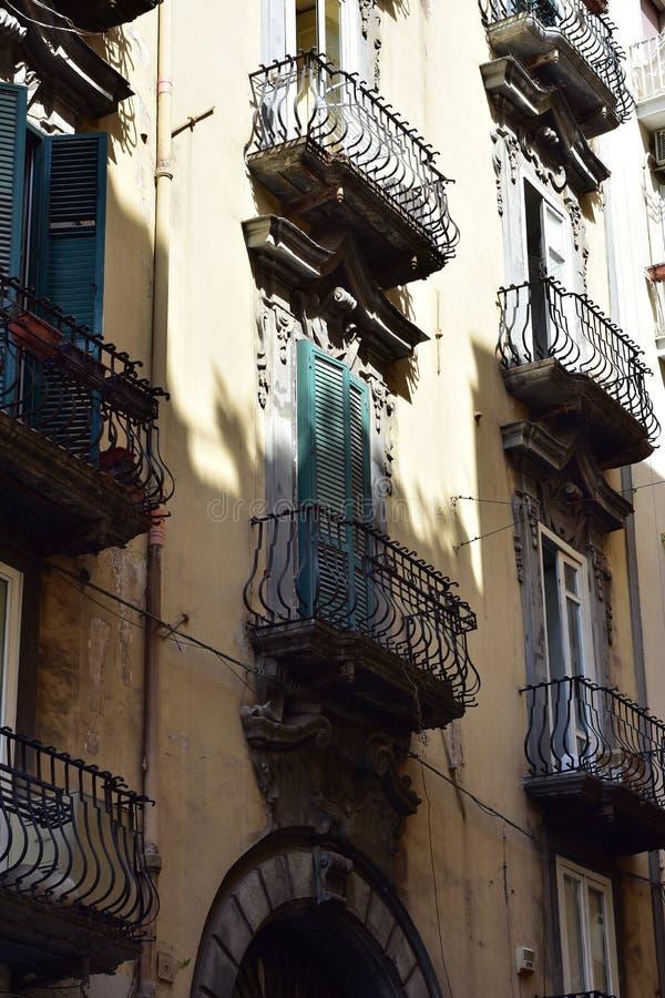 公寓阳台在意大利城市 图库摄影