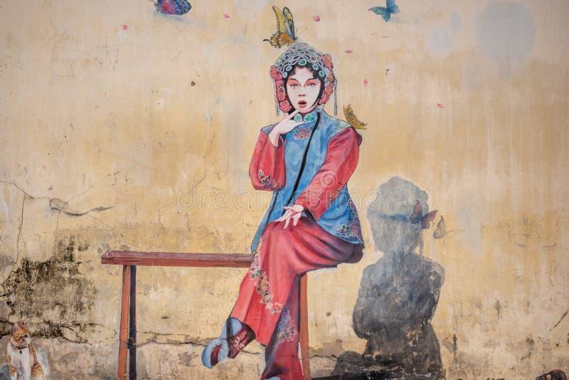 公开有蝴蝶的街道艺术中国妇女 图库摄影