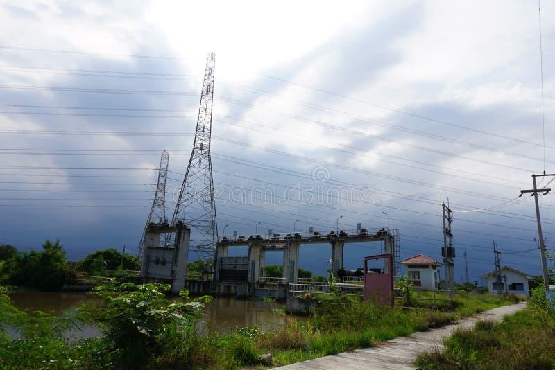 公开水坝在国家Chachoengsao泰国 免版税库存图片