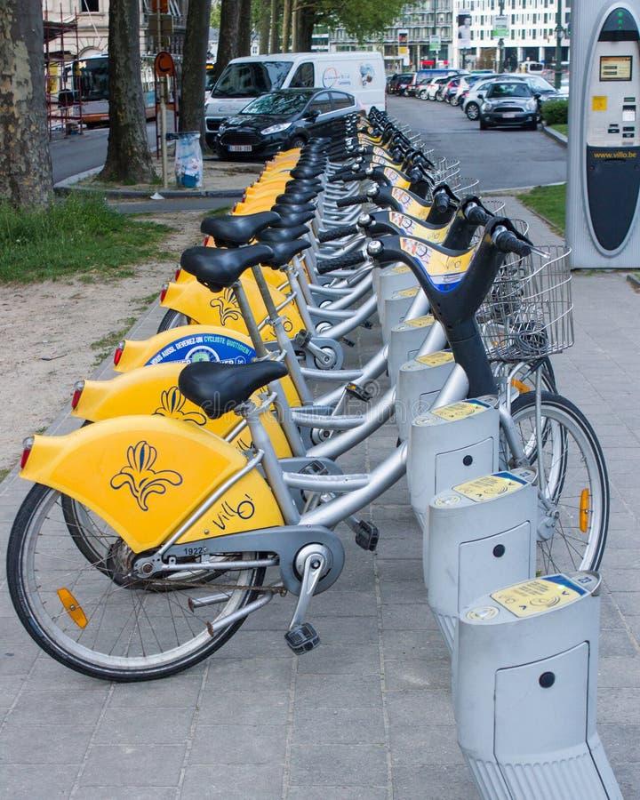 公开租自行车他街道在布鲁塞尔,比利时 免版税库存图片